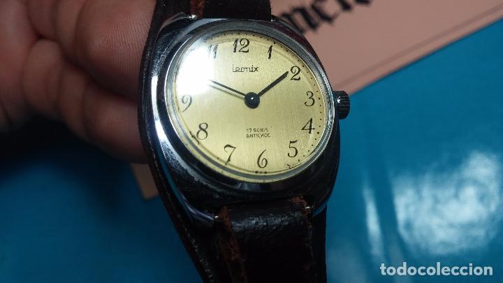 Relojes de pulsera: Botito reloj de cuerda Leonix, muy antiguo, funcionando - Foto 6 - 70253161