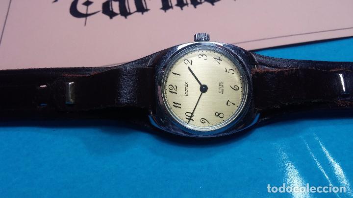 Relojes de pulsera: Botito reloj de cuerda Leonix, muy antiguo, funcionando - Foto 8 - 70253161