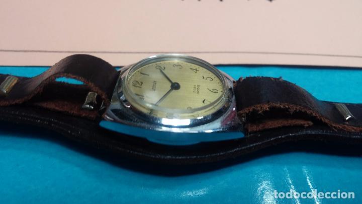 Relojes de pulsera: Botito reloj de cuerda Leonix, muy antiguo, funcionando - Foto 10 - 70253161