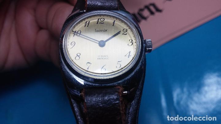 Relojes de pulsera: Botito reloj de cuerda Leonix, muy antiguo, funcionando - Foto 11 - 70253161