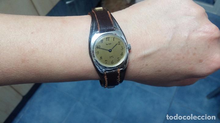 Relojes de pulsera: Botito reloj de cuerda Leonix, muy antiguo, funcionando - Foto 12 - 70253161