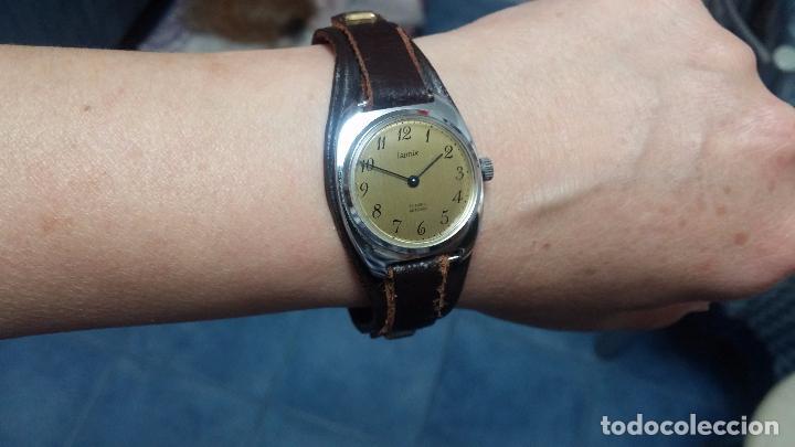 Relojes de pulsera: Botito reloj de cuerda Leonix, muy antiguo, funcionando - Foto 14 - 70253161