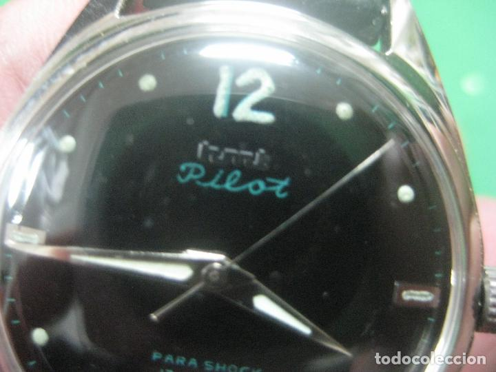 Relojes de pulsera: PRECIOSO RELOJ DE PULSERA MARCA HMT PILOT CON ESFERA NEGRA, FUNCIONA, 17 JOYAS,DATA DE LOS AÑOS 50 - Foto 2 - 71993107
