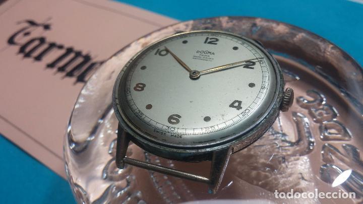 Relojes de pulsera: Botito, enorme y antiquisimo reloj DOGMA de caballero, anda un poquito si se mueve y se para.... - Foto 2 - 73609547