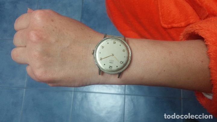 Relojes de pulsera: Botito, enorme y antiquisimo reloj DOGMA de caballero, anda un poquito si se mueve y se para.... - Foto 17 - 73609547