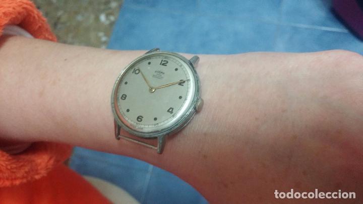 Relojes de pulsera: Botito, enorme y antiquisimo reloj DOGMA de caballero, anda un poquito si se mueve y se para.... - Foto 18 - 73609547