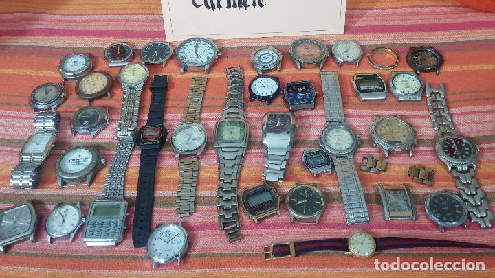 Relojes de pulsera: BOTITO LOTE DE 35 RELOJES VARIADOS, PARA REPARAR O PARA PIEZAS, ALGUNO FUNCIONA - Foto 2 - 83580136