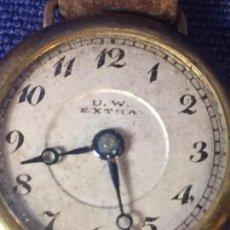 Relojes de pulsera: RELOJ DE PULSERA DE DAMA CARGA MANUAL MARCA U.W. EXTRA EN ESFERA CORREA CUERO NO FUNCIONA 2 CMS. 50'. Lote 96062191