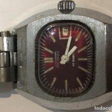 Reloj Tormas en acero completo con carga manual en funcionamiento