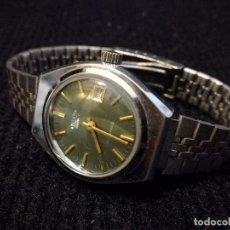Relojes de pulsera: RELOJ DE PULSERA MARCA TITAN MANUAL A CUERDA 17 JEWELS CON CALENDARIO PERPETUO. FUNCIONANDO. Lote 112827687