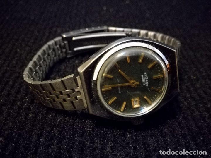 Relojes de pulsera: Reloj de pulsera marca Titan manual a cuerda 17 jewels con calendario perpetuo. Funcionando - Foto 2 - 112827687