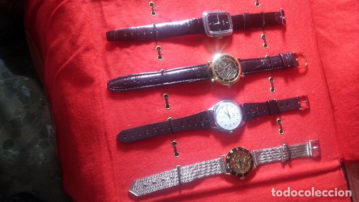 Relojes de pulsera: Botita cartera con reloj de cuerda Olma,los otros 7 relojes de cuerda que contiene se regalan - Foto 8 - 113733395