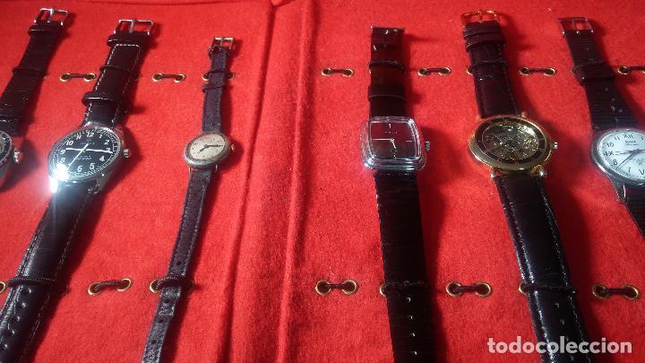 Relojes de pulsera: Botita cartera con reloj de cuerda Olma,los otros 7 relojes de cuerda que contiene se regalan - Foto 15 - 113733395