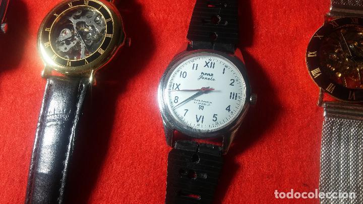 Relojes de pulsera: Botita cartera con reloj de cuerda Olma,los otros 7 relojes de cuerda que contiene se regalan - Foto 54 - 113733395