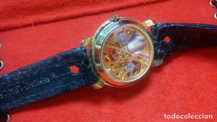Relojes de pulsera: Botita cartera con reloj de cuerda Olma,los otros 7 relojes de cuerda que contiene se regalan - Foto 76 - 113733395