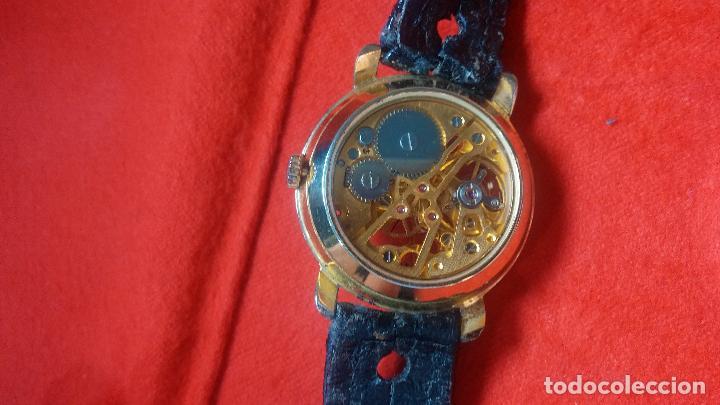 Relojes de pulsera: Botita cartera con reloj de cuerda Olma,los otros 7 relojes de cuerda que contiene se regalan - Foto 77 - 113733395