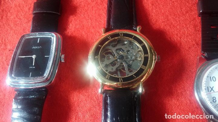 Relojes de pulsera: Botita cartera con reloj de cuerda Olma,los otros 7 relojes de cuerda que contiene se regalan - Foto 80 - 113733395