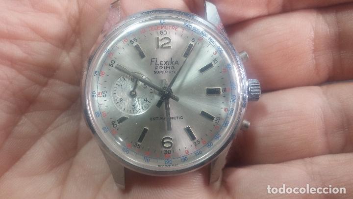 Relojes de pulsera: Botito y enorme reloj con una corona y dos pulsadores no se para qué, para reparar o para piezas - Foto 2 - 124239035