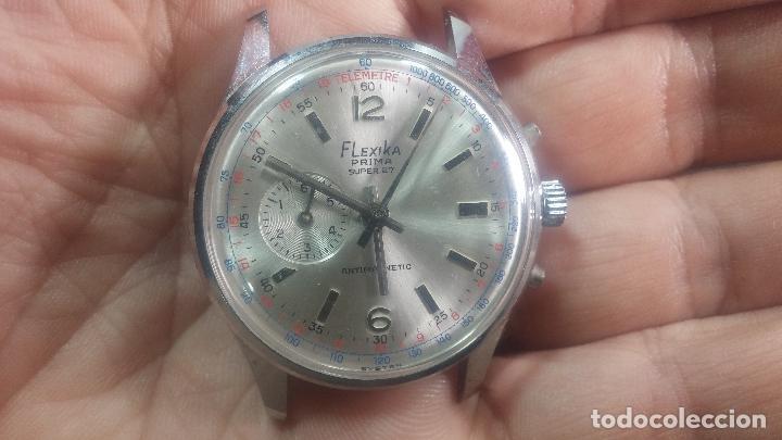 Relojes de pulsera: Botito y enorme reloj con una corona y dos pulsadores no se para qué, para reparar o para piezas - Foto 3 - 124239035