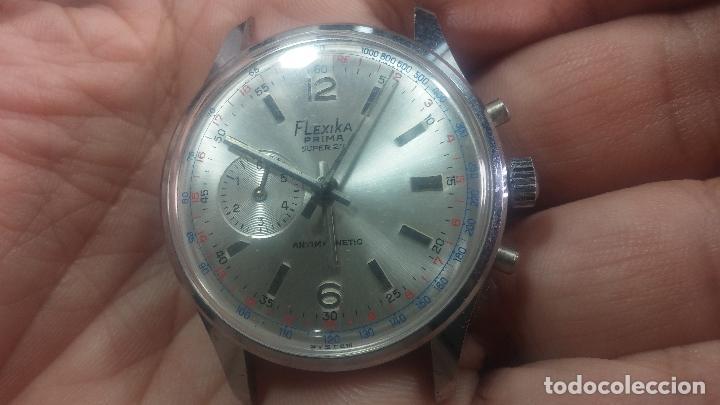 Relojes de pulsera: Botito y enorme reloj con una corona y dos pulsadores no se para qué, para reparar o para piezas - Foto 4 - 124239035