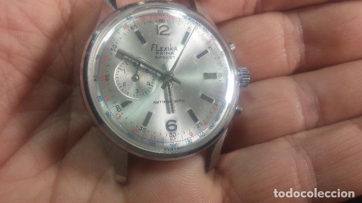 Relojes de pulsera: Botito y enorme reloj con una corona y dos pulsadores no se para qué, para reparar o para piezas - Foto 6 - 124239035