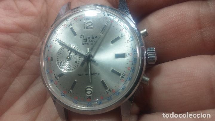 Relojes de pulsera: Botito y enorme reloj con una corona y dos pulsadores no se para qué, para reparar o para piezas - Foto 7 - 124239035