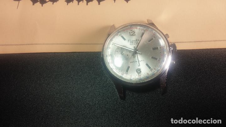 Relojes de pulsera: Botito y enorme reloj con una corona y dos pulsadores no se para qué, para reparar o para piezas - Foto 9 - 124239035