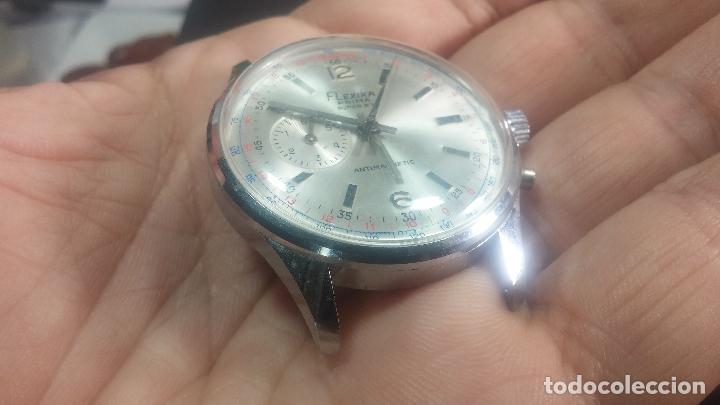 Relojes de pulsera: Botito y enorme reloj con una corona y dos pulsadores no se para qué, para reparar o para piezas - Foto 12 - 124239035
