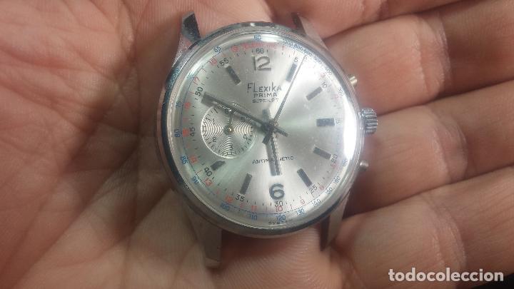 Relojes de pulsera: Botito y enorme reloj con una corona y dos pulsadores no se para qué, para reparar o para piezas - Foto 13 - 124239035