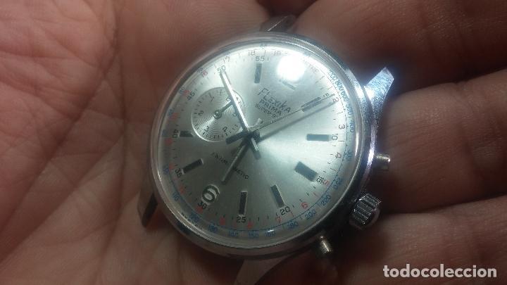 Relojes de pulsera: Botito y enorme reloj con una corona y dos pulsadores no se para qué, para reparar o para piezas - Foto 14 - 124239035