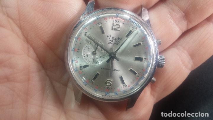 Relojes de pulsera: Botito y enorme reloj con una corona y dos pulsadores no se para qué, para reparar o para piezas - Foto 15 - 124239035