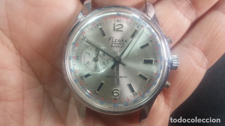 Relojes de pulsera: Botito y enorme reloj con una corona y dos pulsadores no se para qué, para reparar o para piezas - Foto 16 - 124239035