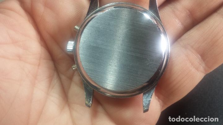 Relojes de pulsera: Botito y enorme reloj con una corona y dos pulsadores no se para qué, para reparar o para piezas - Foto 17 - 124239035
