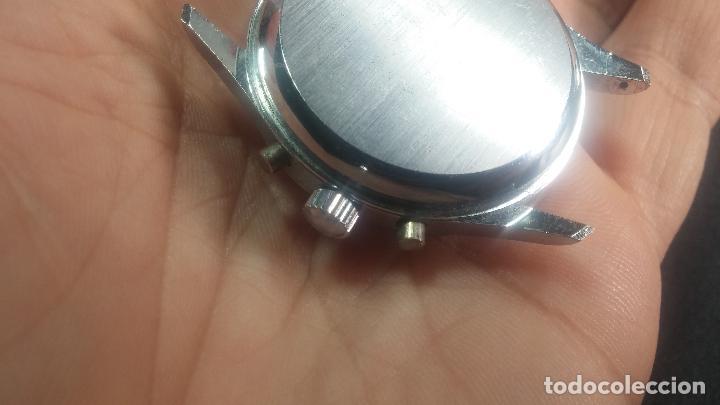 Relojes de pulsera: Botito y enorme reloj con una corona y dos pulsadores no se para qué, para reparar o para piezas - Foto 18 - 124239035