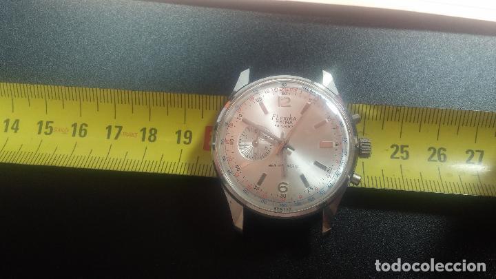 Relojes de pulsera: Botito y enorme reloj con una corona y dos pulsadores no se para qué, para reparar o para piezas - Foto 20 - 124239035