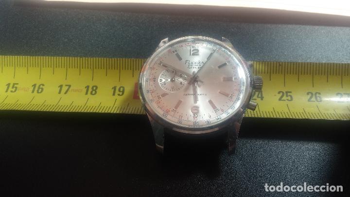 Relojes de pulsera: Botito y enorme reloj con una corona y dos pulsadores no se para qué, para reparar o para piezas - Foto 21 - 124239035
