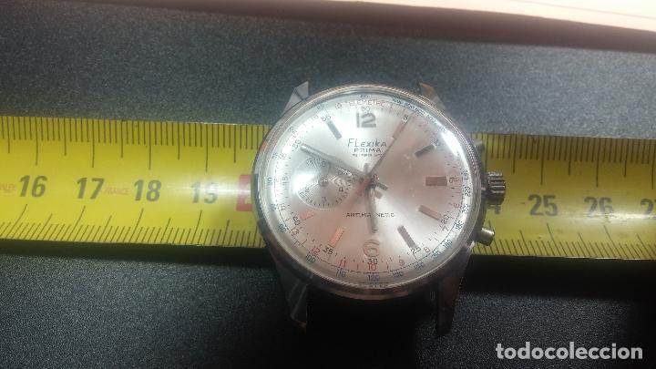 Relojes de pulsera: Botito y enorme reloj con una corona y dos pulsadores no se para qué, para reparar o para piezas - Foto 25 - 124239035