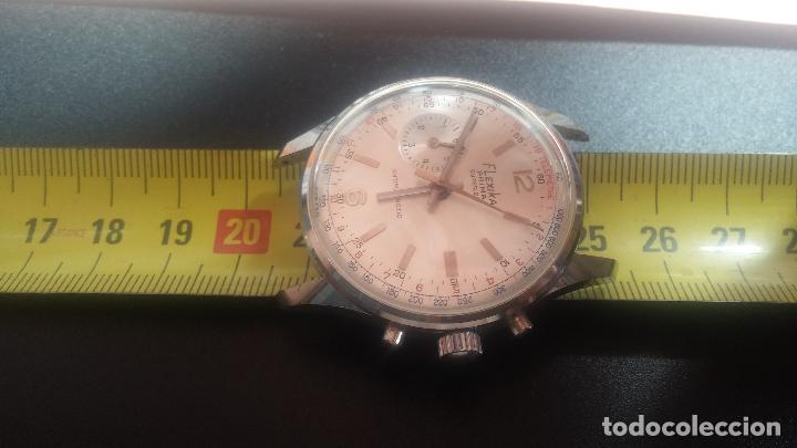 Relojes de pulsera: Botito y enorme reloj con una corona y dos pulsadores no se para qué, para reparar o para piezas - Foto 30 - 124239035