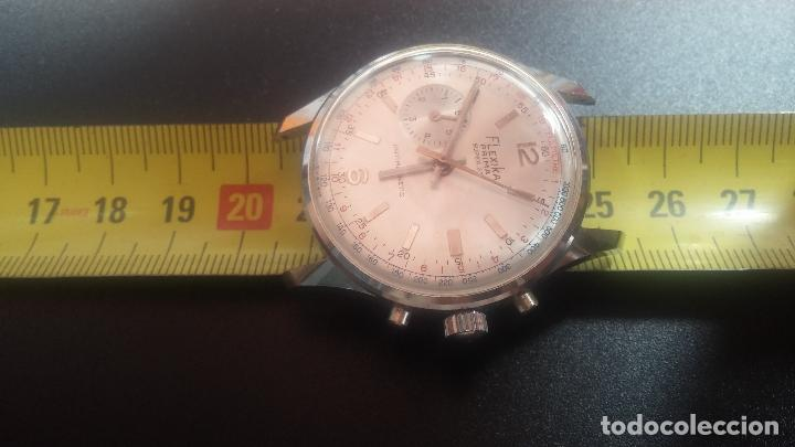 Relojes de pulsera: Botito y enorme reloj con una corona y dos pulsadores no se para qué, para reparar o para piezas - Foto 31 - 124239035