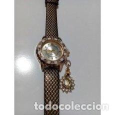 Relojes de pulsera: RELOJ MUJER DORADO COLGANTE CISNE CON CRISTALES. Lote 137186214