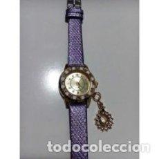Relojes de pulsera: RELOJ MUJER DORADO COLGANTE CISNE CON CRISTALES. Lote 137186818