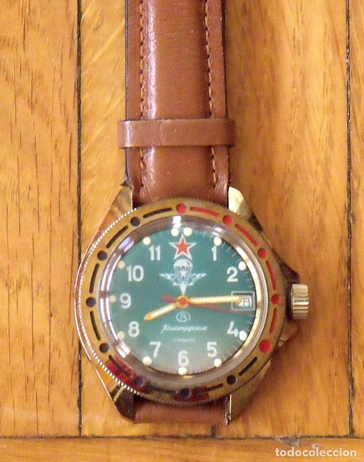 Relojes de pulsera: Reloj ruso Vostok Komandirskie. Con paracaídas. Ejército del Aire. Años 70. 40 mm. Funciona. - Foto 2 - 149335354