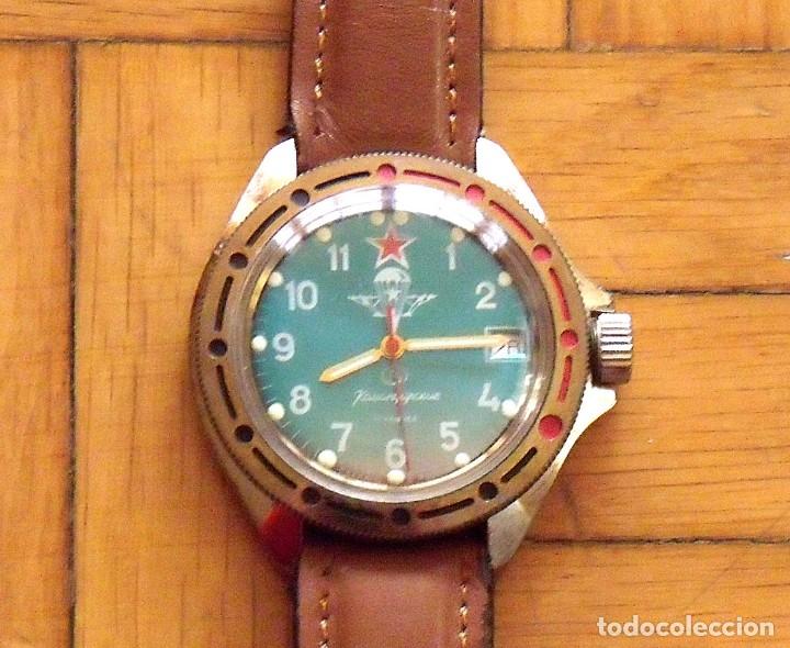 Relojes de pulsera: Reloj ruso Vostok Komandirskie. Con paracaídas. Ejército del Aire. Años 70. 40 mm. Funciona. - Foto 3 - 149335354