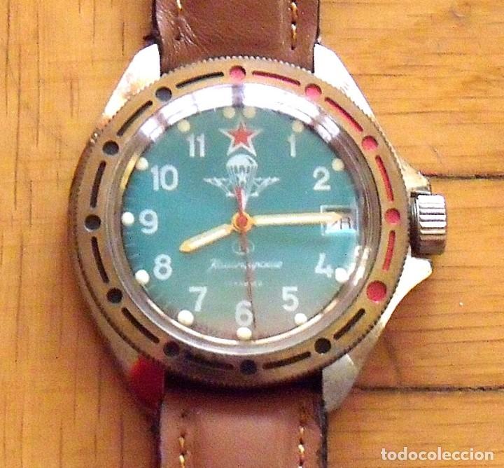 Relojes de pulsera: Reloj ruso Vostok Komandirskie. Con paracaídas. Ejército del Aire. Años 70. 40 mm. Funciona. - Foto 4 - 149335354