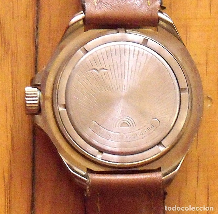 Relojes de pulsera: Reloj ruso Vostok Komandirskie. Con paracaídas. Ejército del Aire. Años 70. 40 mm. Funciona. - Foto 5 - 149335354
