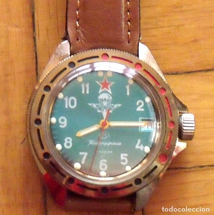 Relojes de pulsera: Reloj ruso Vostok Komandirskie. Con paracaídas. Ejército del Aire. Años 70. 40 mm. Funciona. - Foto 8 - 149335354