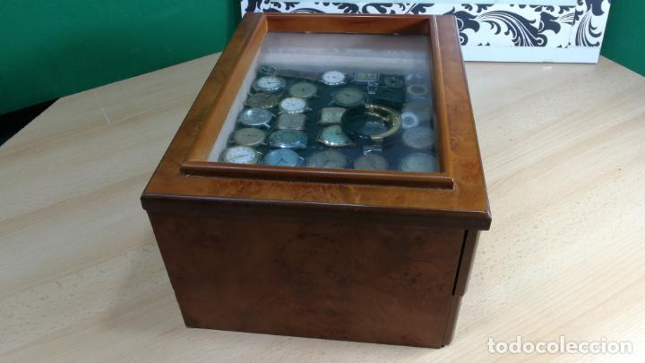 Relojes de pulsera: BOTITO MUEBLE VITRINA DE MADERA DE RAÍZ, MUY COMPACTO. REGALO LOS 45 RELOJES QUE HAY DENTRO - Foto 10 - 159451422