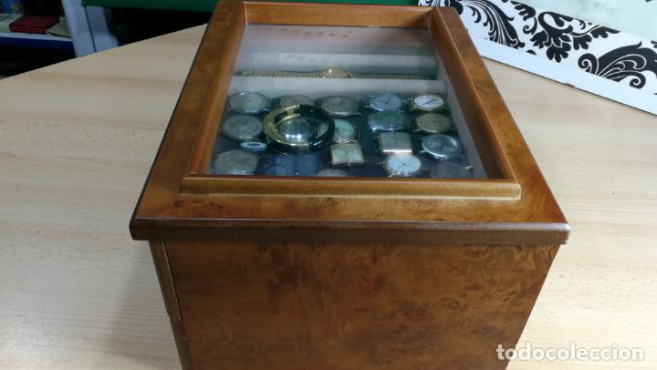 Relojes de pulsera: BOTITO MUEBLE VITRINA DE MADERA DE RAÍZ, MUY COMPACTO. REGALO LOS 45 RELOJES QUE HAY DENTRO - Foto 17 - 159451422