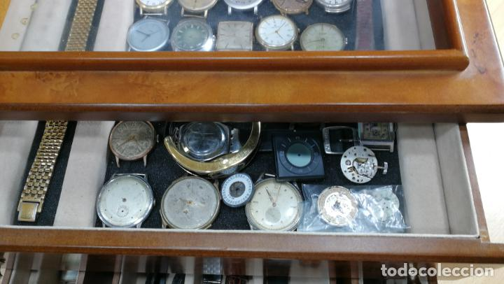 Relojes de pulsera: BOTITO MUEBLE VITRINA DE MADERA DE RAÍZ, MUY COMPACTO. REGALO LOS 45 RELOJES QUE HAY DENTRO - Foto 29 - 159451422