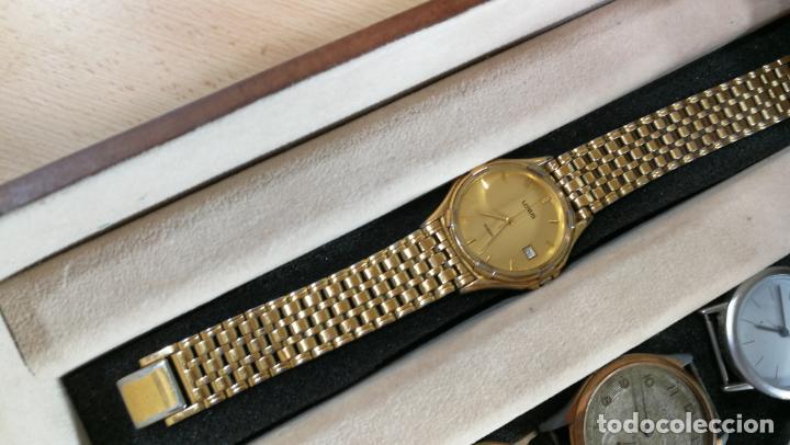 Relojes de pulsera: BOTITO MUEBLE VITRINA DE MADERA DE RAÍZ, MUY COMPACTO. REGALO LOS 45 RELOJES QUE HAY DENTRO - Foto 30 - 159451422